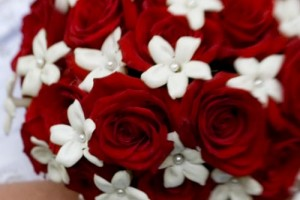 Should I choose artificial flowers for my wedding?