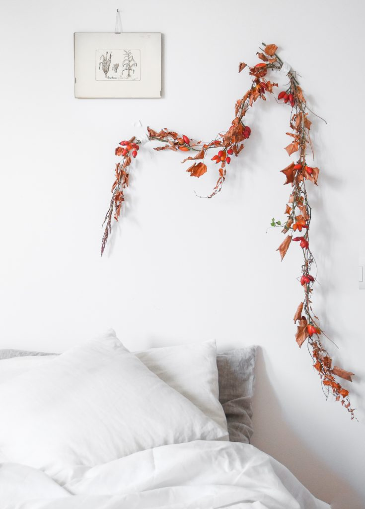 simple bed garland